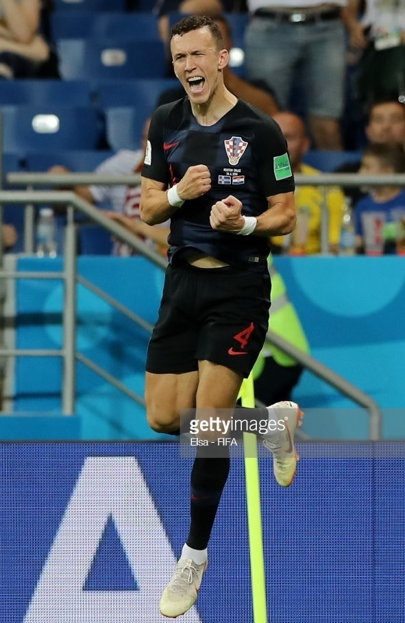 Croatia-2018-NIKE-world-cup-away-kit-check-black-black-Ivan-Perisic.jpg