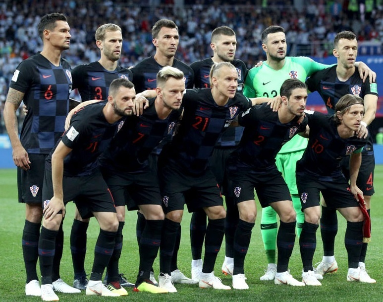 Croatia-2018-NIKE-world-cup-away-kit-check-black-black-line-up.jpg