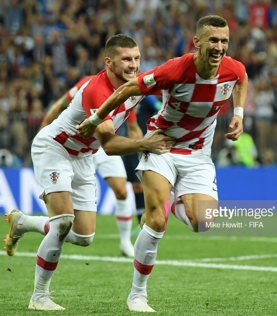 Croatia-2018-NIKE-world-cup-home-kit-check-white-white-Ivan-Perisic.jpg