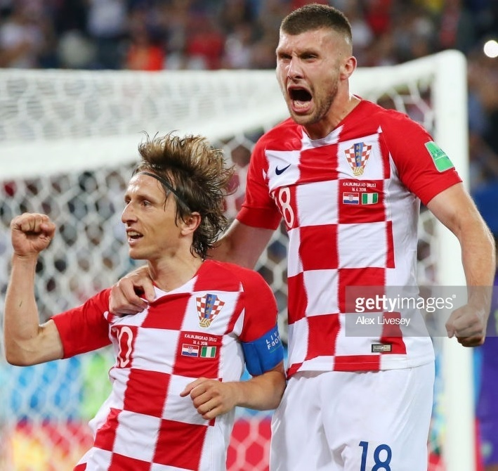 Croatia-2018-NIKE-world-cup-home-kit-check-white-white-Luka-Modric-2.jpg