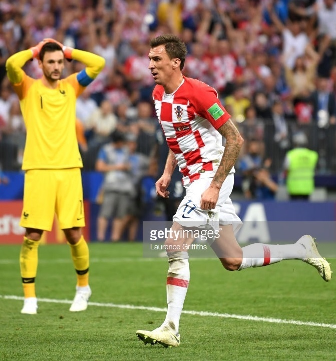Croatia-2018-NIKE-world-cup-home-kit-check-white-white-Mario-Mandzukic.jpg