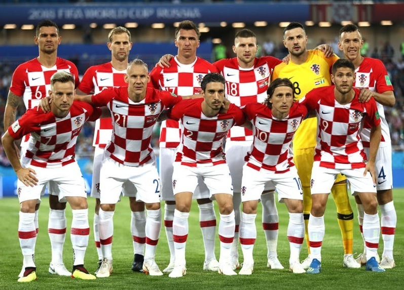 Croatia-2018-NIKE-world-cup-home-kit-check-white-white-line-up.jpg