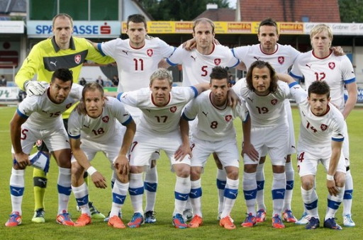 Czech-12-13-PUMA-away-kit-white-white-white-line-up.jpg