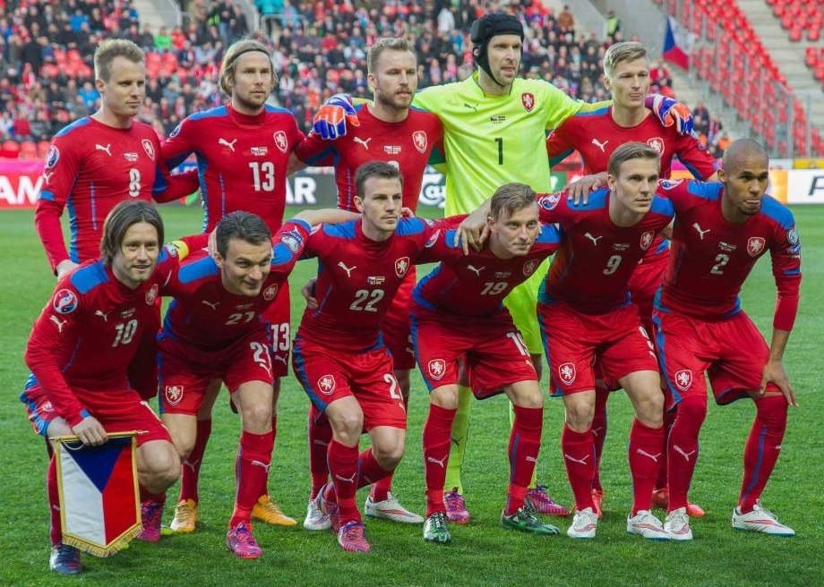 Czech-14-15-PUMA-home-kit-red-red-red-line-up.jpg