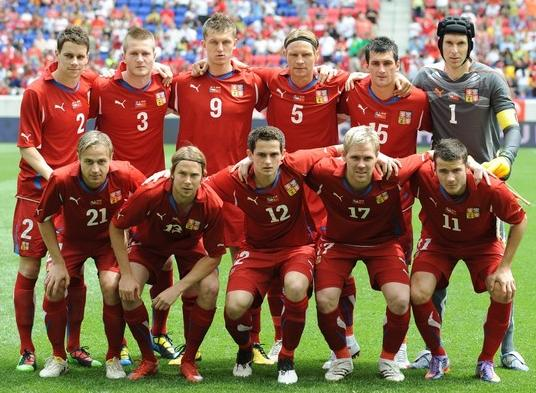 Czech Rep.-10-11-PUMA-home-kit-red-red-red-pose.JPG