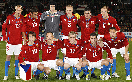 Czech Rep.-10-11-PUMA-home-kit-red-white-blue-pose.JPG