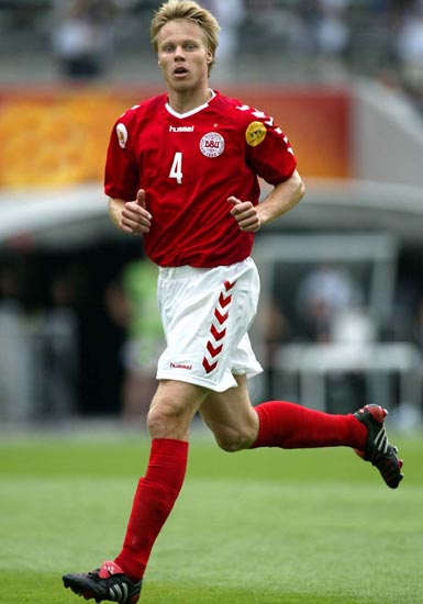 Denmark-03-04-hummel-home-kit-red-white-red.JPG