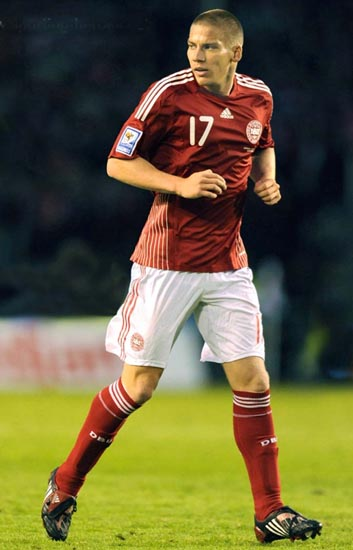 Denmark-08-09-adidas-home-kit-red-white-red.JPG