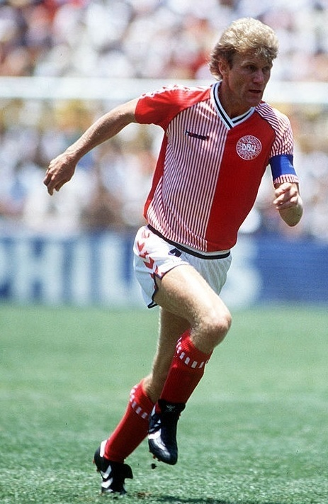 Denmark-1986-hummel-world-cup-home-kit-red-white-red-Morten-Olsen.jpg
