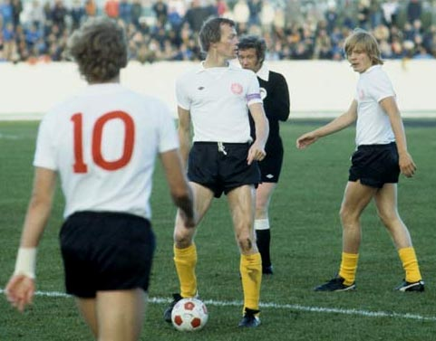 Denmark-78-UMBRO-kit-white-black-yellow.JPG