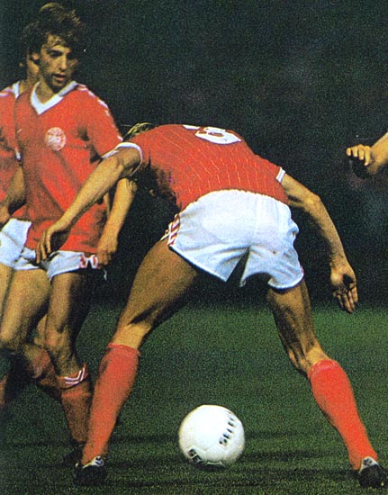 Denmark-80-81-hummel-home-kit-red-white-red.JPG