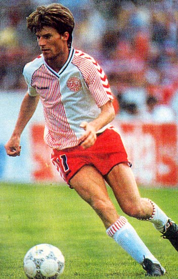 Denmark-86-87-hummel-away-kit-white-red-white.JPG