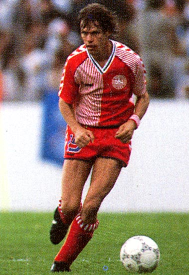 Denmark-86-87-hummel-home-kit-red-red-red.JPG