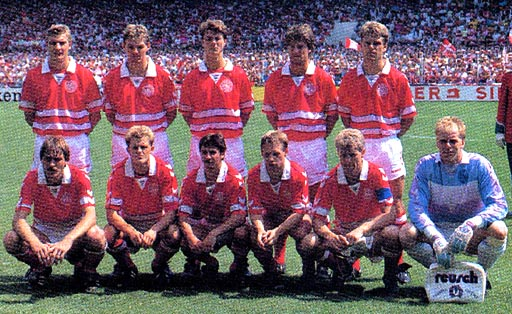 Denmark-88-89-hummel-home-kit-red-white-red-pose.JPG