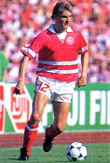 Denmark-88-89-hummel-home-kit-red-white-red.JPG