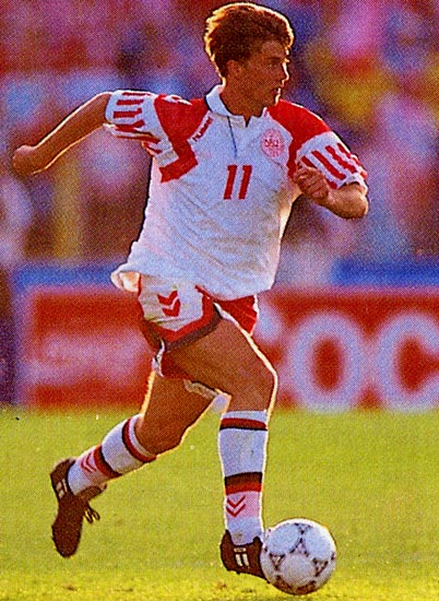 Denmark-92-93-hummel-away-kit-white-red-white.JPG
