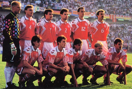 Denmark-92-93-hummel-home-kit-red-white-red-pose.JPG