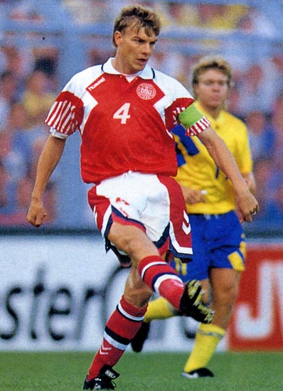 Denmark-92-93-hummel-home-kit-red-white-red.JPG