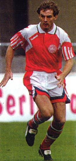 Denmark-93-hummel-home-kit-red-white-red.JPG