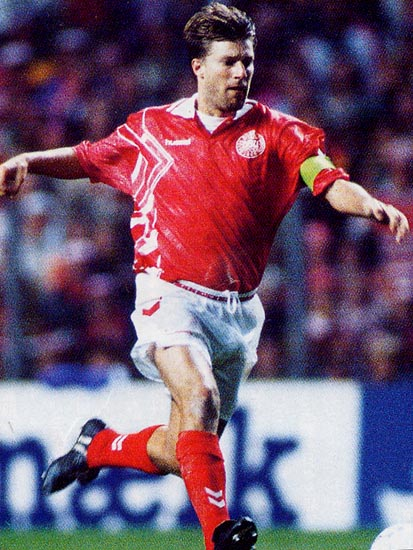 Denmark-94-95-hummel-home-kit-red-white-red.JPG