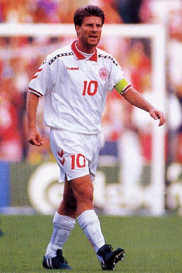 Denmark-96-97-hummel-away-kit-white-white-white.JPG