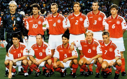 Denmark-96-97-hummel-home-kit-red-white-red-pose.JPG