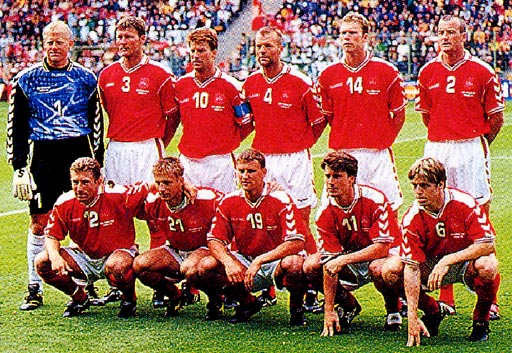 Denmark-98-99-hummel-uniform-red-white-red-group.JPG