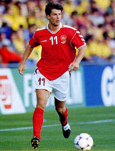 Denmark-98-99-hummel-uniform-red-white-red.JPG