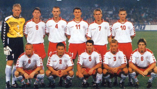 Denmark-98-99-hummel-uniform-white-red-white-group.JPG