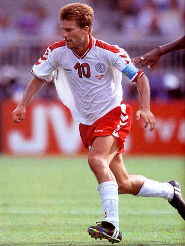 Denmark-98-99-hummel-uniform-white-red-white.JPG