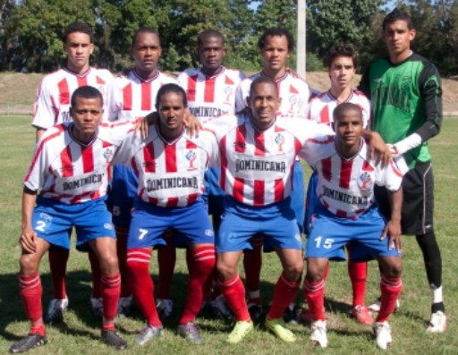 Dominican Republic-10-UMBRO-home-kit-stripe-blue-red-line-up.jpg