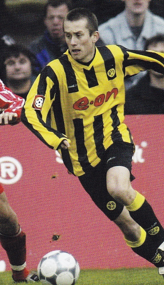 Dortmund-00-01-Goool.de-home-kit-stripe-black-black-Tomas-Rosicky.jpg