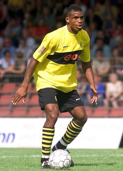 Dortmund-02-03-Goool.de-home-kit-yellow-black-stripe-Sunday-Oliseh.jpg
