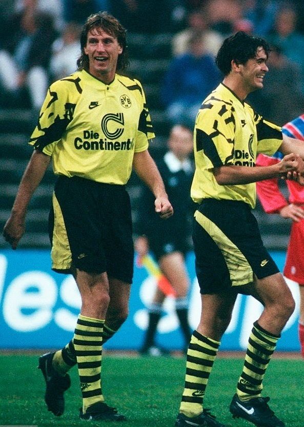 Dortmund-1991-92-NIKE-home-kit.jpg