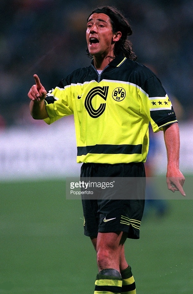 Dortmund-1996-97-NIKE-CL-final-kit-Paulo-Sousa.jpg