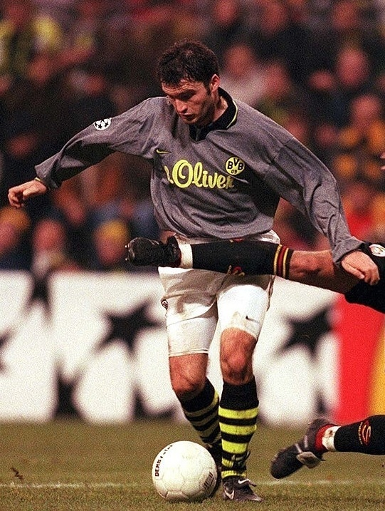 Dortmund-1997-98-NIKE-away-kit.jpg