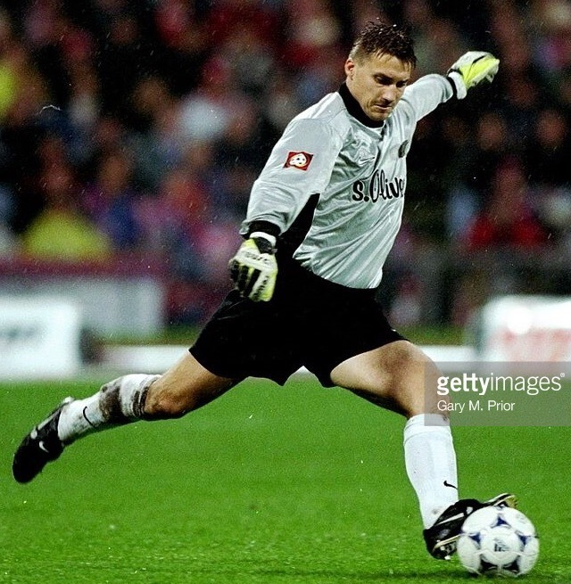 Dortmund-1998-99-NIKE-GK-away-kit.jpg