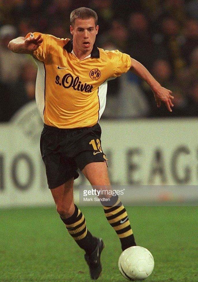 Dortmund-1999-2000-NIKE-home-kit-Lars-Ricken.jpg
