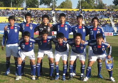 日本代表-2010-adidas-U16-home-kit-blue-white-blue-line-up.jpg
