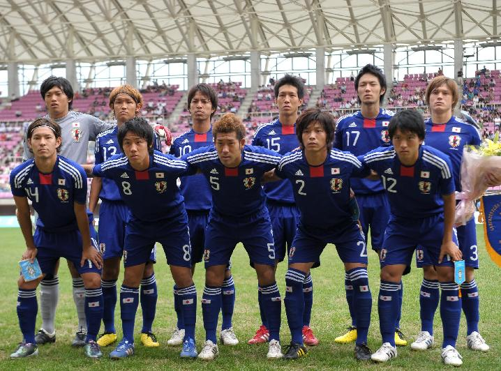 日本代表-2010-adidas-U19-home-kit-blue-blue-blue-line-up.jpg