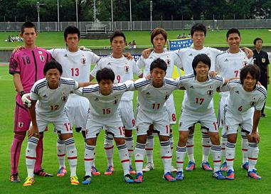 日本代表-2012-adidas-U19-away-kit-white-white-white-line-up.jpg