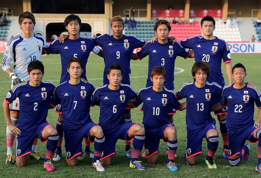 日本代表-2013-adidas-U22-home-kit-blue-blue-blue-line-up.jpg