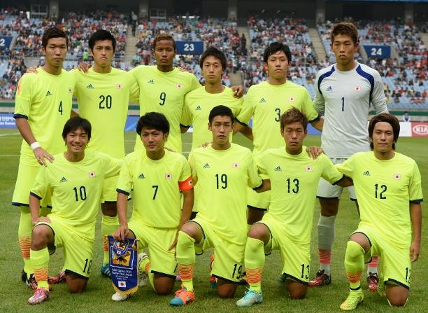 日本代表-2014-adidas-U21-away-kit-yellow-yellow-yellow-line-up.jpg