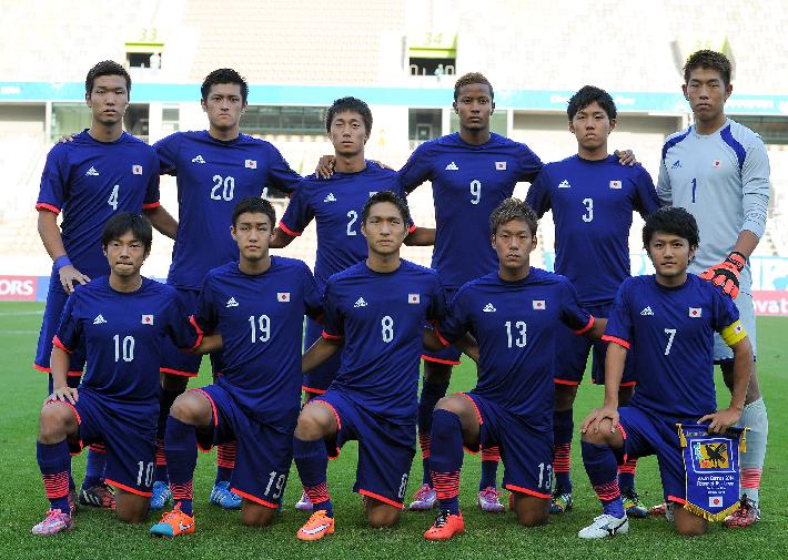 日本代表-2014-adidas-U21-home-kit-blue-blue-blue-line-up.jpg