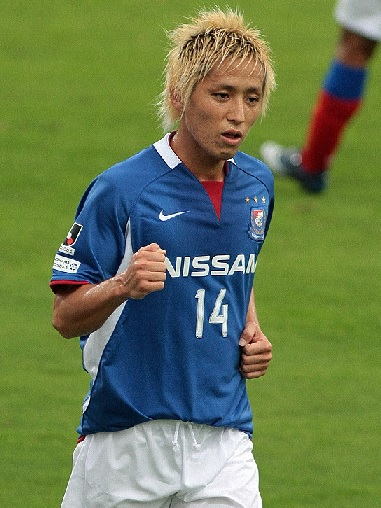 横浜F・マリノス-08-09-NIKE-first-kit-blue-white-red.jpg