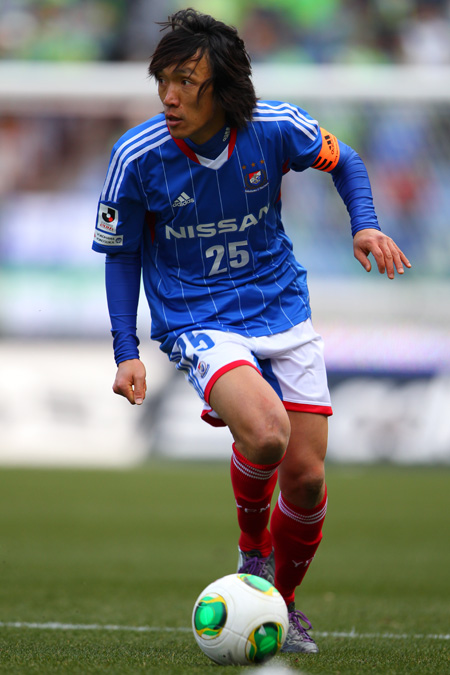 横浜F・マリノス-13-14-adidas-first-kit-blue-white-red.jpg