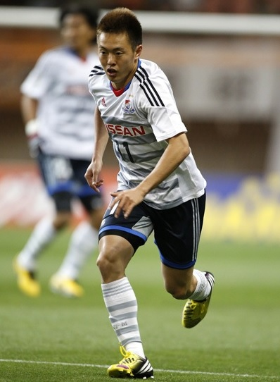 横浜F・マリノス-13-14-adidas-second-kit-white-navy-white.jpg