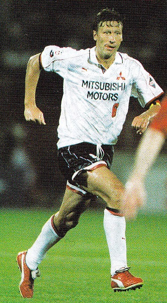 浦和レッドダイヤモンズ-1996-PUMA-cup-second-kit-white-black-white.jpg