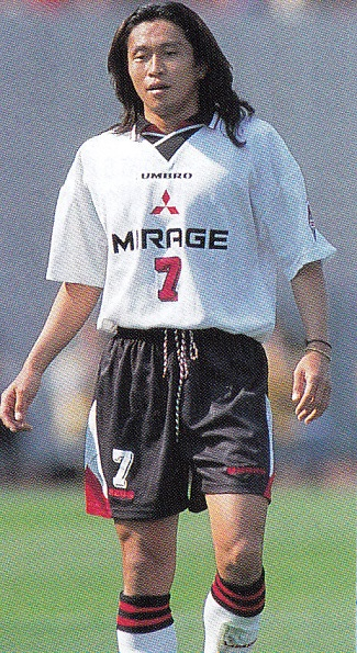 浦和レッドダイヤモンズ-1997-UMBRO-second-kit-white-black-white.jpg