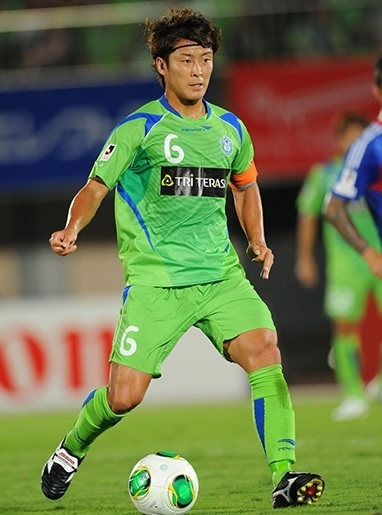 湘南ベルマーレ-2013-PENALTY-first-kit-green-green-green-永木亮太.jpg